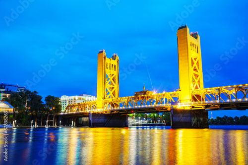 Valokuva  Golden Gates drawbridge in Sacramento