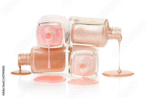 Fotografie, Obraz  Růžová lak na nehty rozlití na bílém, ořezové cesty