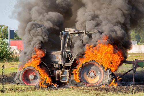 Photo  Traktor-Brand