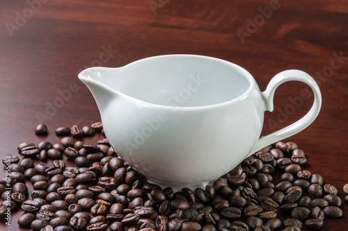 Spoed Foto op Canvas Chocolade white cup and coffee beans on wooden table