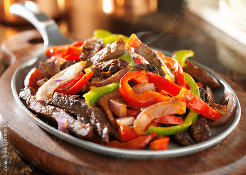 Photo  steamy hot mexican beef fajitas