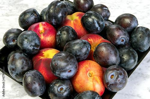 Fototapeta Plate of fruit peaches obraz na płótnie