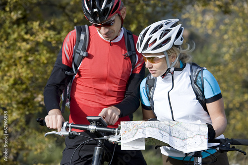 Fotografie, Obraz  Mountainbike search the ride with navigation