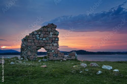 Foto op Canvas Rudnes Ruins of Bishop house at Iona Abbey