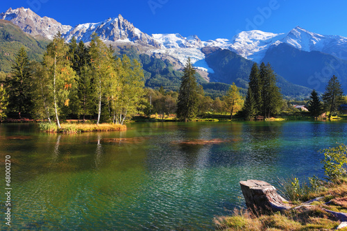 Poster de jardin Montagne Lake with cold water