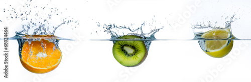Keuken foto achterwand Vruchten verschiedene obstsorten im wasser