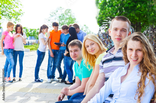 Valokuva  Group of smiling teenagers outdoors