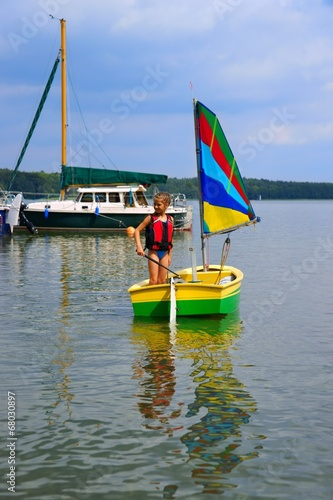Poster Zeilen Sailing, Girl flows in a sailboat on the lake