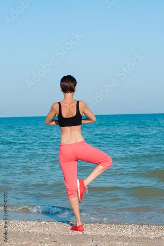 Fotobehang womenART Young beautiful girl athlete playing sports on the beach