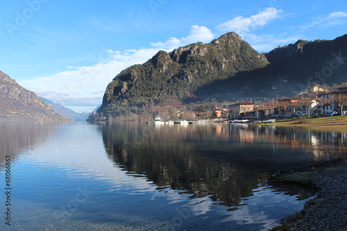 Photo sur Aluminium Reflexion View of Lake Idro, Italy