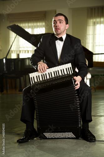 a man with an accordion Tapéta, Fotótapéta
