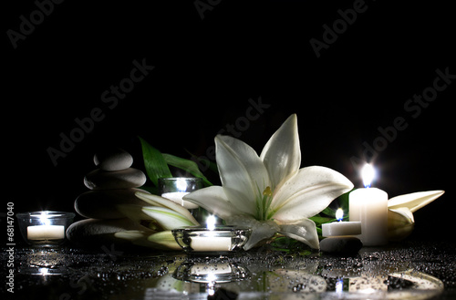 Photo sur Aluminium Nénuphars white lily, stones and candles