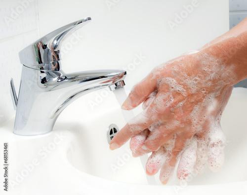 Fotografía  Hände waschen. Schutz vor Neuer Schweine Grippe HN