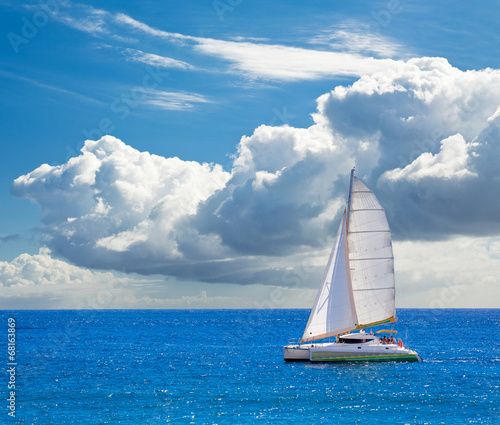 Valokuva catamaran à voile pour balades en mer