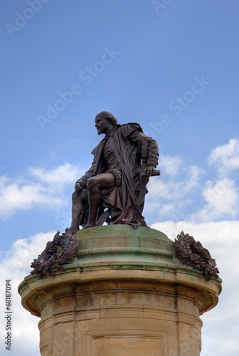 Photo  Statue of William Shakespeare with space for copy