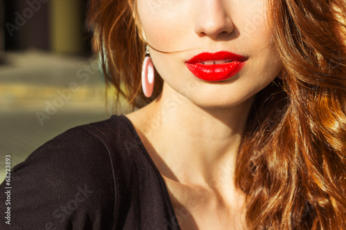 Photo  sexy girl with makeup with enticing the big red lips