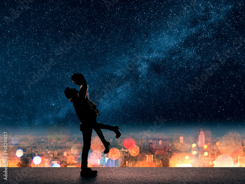 man hold his girlfriend up above the city Canvas
