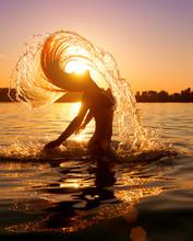 Beauty Model Girl Splashing Wa...