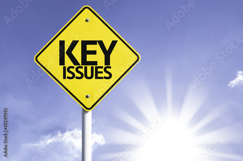 Fotografía  Key Issues road sign with sun background
