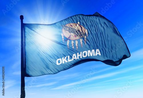 Foto  Oklahoma (USA) flag waving on the wind
