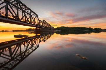 fototapeta kolejowy most zwodzony nad Odrą