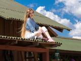 Fototapeta Londyn - Happy long hair cowgirl on roof