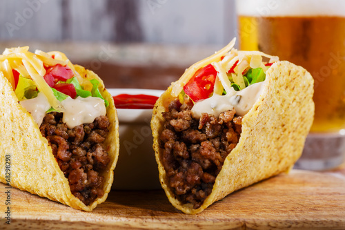 Fényképezés  tacos with minced meat with greens and tomatoes