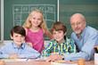 lehrer mit schülern im klassenzimmer