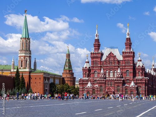 Платно  Moscow, Russia. Tourists and citizens walk on Red Square