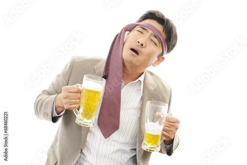 Valokuva  ビールを飲みすぎたサラリーマン