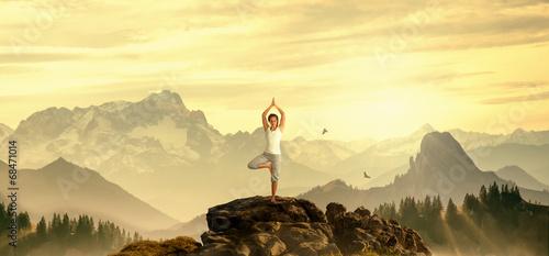 Yoga auf Berg