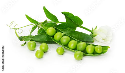 Tablou Canvas green peas in shell isolated on the white background