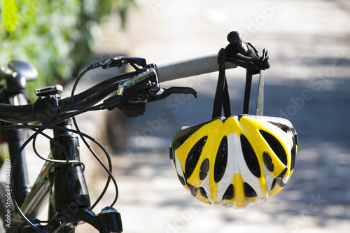 Türaufkleber Fahrrad cycling helmet closeup on bicycle outdoors