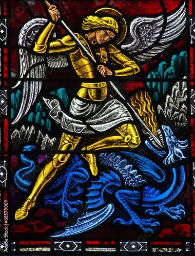 Fotografía  Angel Michael fighting a dragon
