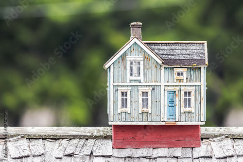 Photo  Miniature house on a rooftop