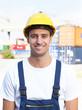 Portrait eines gut gelaunten Hafenarbeiters