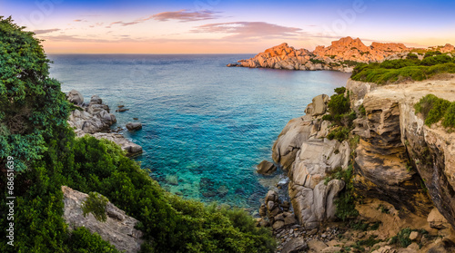 Photo  Panoramic landscape view at rocky ocean coastline