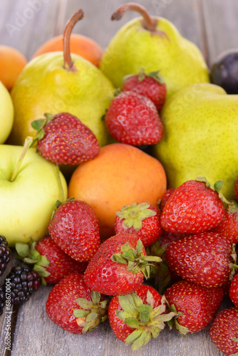 Poster Vruchten Ripe fruits and berries on wooden background