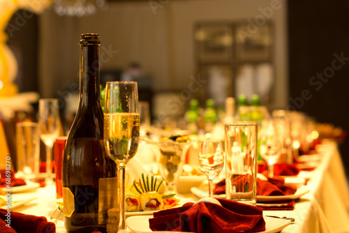 Fotografía  Champagne on a formal dinner table