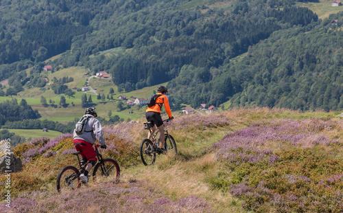 Foto op Plexiglas Fietsen vtt au sommet