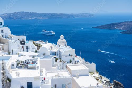 piekny-widok-z-fira-santorini-grecja