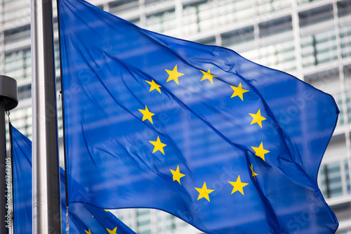 Foto  EU flag in front of Berlaymont building facade