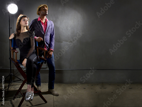 Fotografia  stylish actors posing on a concrete background
