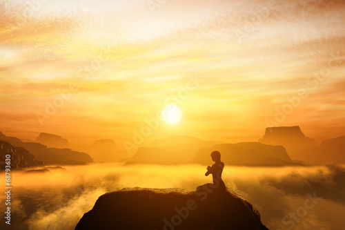 Fotografia  Woman meditating in yoga position on the top of mountains