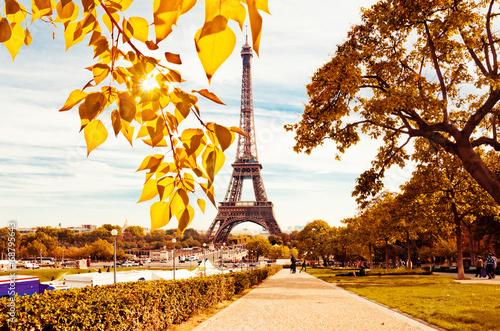 Poster de jardin Tour Eiffel famous Eiffel Tower in Paris, France.