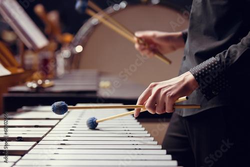Fototapeta muzyk grający na wibrafonie