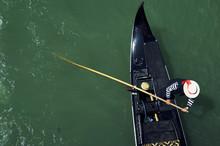 Venice Italy Venetian Gondolier Punting Gondola