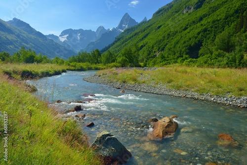 Foto auf Gartenposter Fluss River in Caucasus