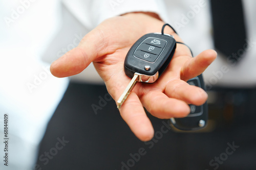 Fotografija Car Keys. Seller hand giving keys