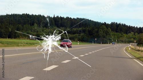Steinschlag v-windschutzscheibe h-strasse - 16 zu 9 - g1084 Fototapet